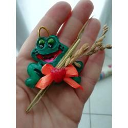 Pino il ranocchio, decorazione in amido di mais fatta interamente a mano, pittura compresa.